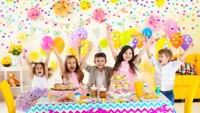 Come organizzare una festa di compleanno per il tuo for Idee per torta di compleanno