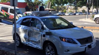 Incidente per una Google Car. Le immagini sono spaventose