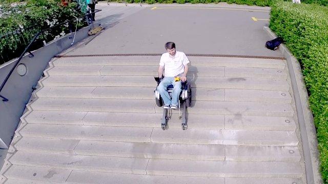 Scalevo la sedia a rotelle elettrica che sale sulle scale for Sedia elettrica x scale