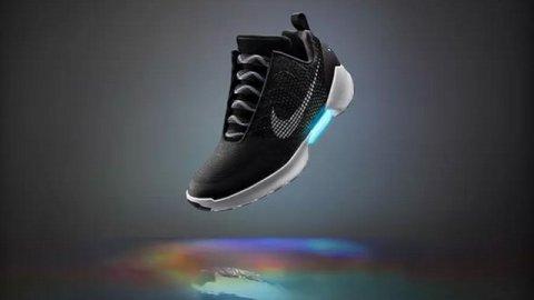 Le scarpe autoallaccianti di Nike arrivano sugli scaffali - FASTWEB 14734ab05d1